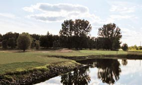 water-feature-on-golf-course